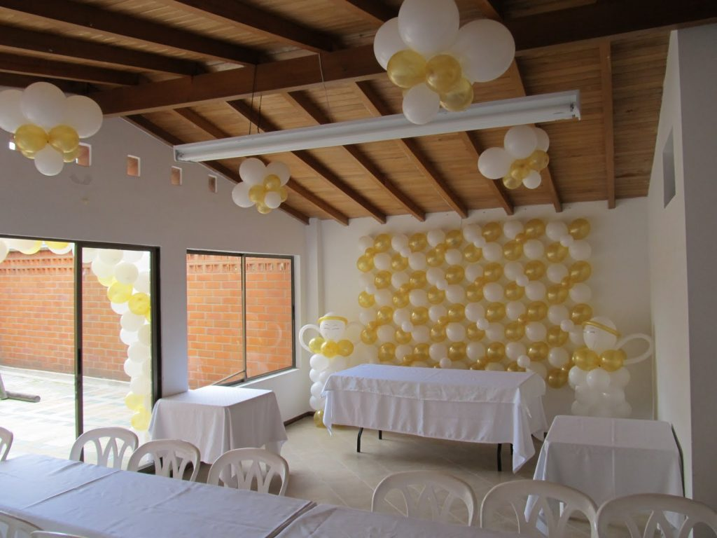 Decoraci n con globos - Decoracion comunion en casa ...